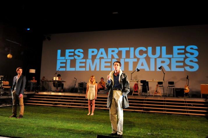 """AVIGNON -  Festival In Représentation de la pièce """"Les Particules élémentaires"""""""