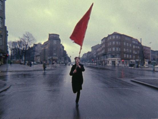 TERRORISMO_Farbtest-–-Die-rote-Fahne