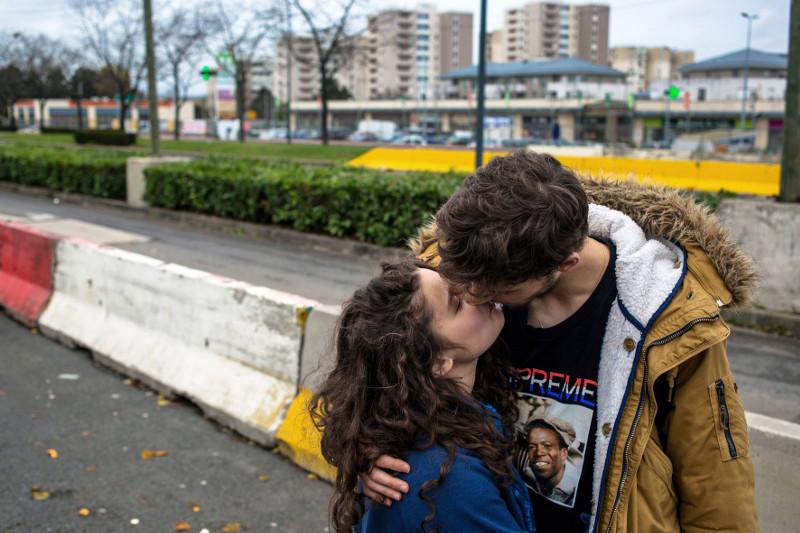 LAURE ET YOHANN DEVANT LE LYCÉE ROBERT DOISNEAU. -CORBEIL-ESSONNES, 2016 -©Patrice Terraz/Signatures