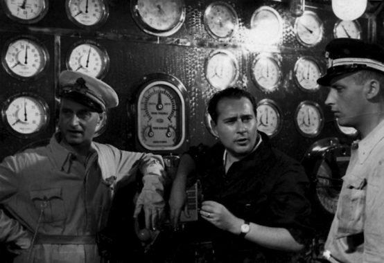 Roberto Rossellini durant le tournage du Navire blanc
