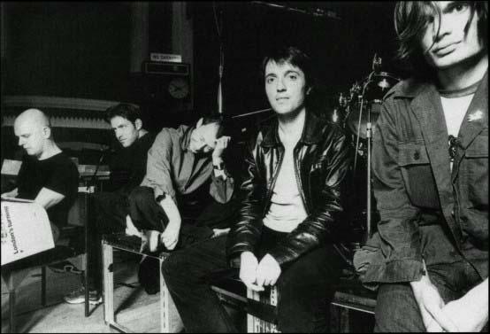 Radiohead en 1997 (de gauche à droite) : Phil Selway, Ed O'Brien, Thom Yorke, Colin Greenwood, Jonny Greenwood