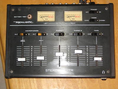 Le model Realistic 32-1100a Stereo Audio Mixer