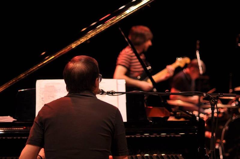 Bertrand Burgalat en concert avec AS Dragon, Festival Itinérances , Alès 2017 © Alix Fort