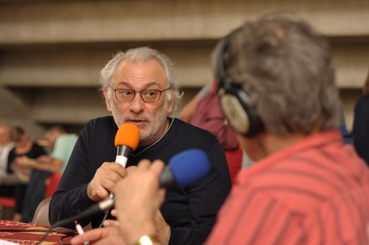 Serge Avédikian sur le plateau de Radio Grille Ouverte à Itinérances 2017 – © Alix Fort