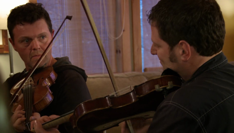 Duo de violoneux dans Jam en Matawinie (Matawinie, 2016, d'André Gladu)