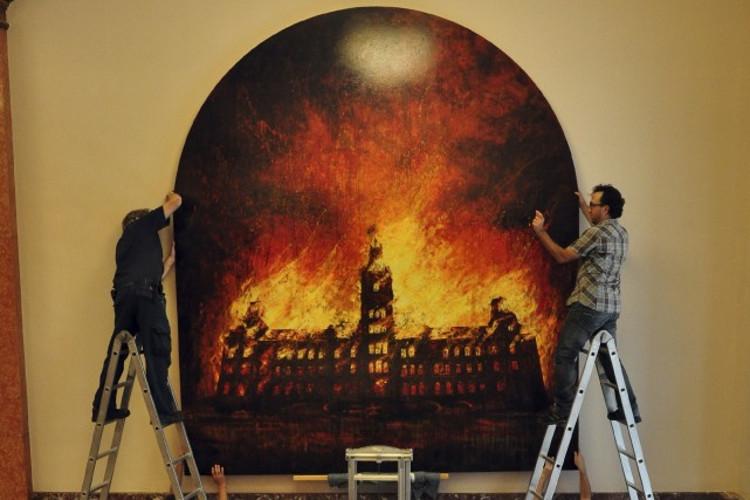 Installation du Parlement en feu. photo: Thierry Arcand-Bossé 2014