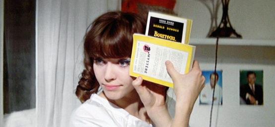 Prod DB © Rome Paris Films (Bela Prod) / DR UNE FEMME EST UNE FEMME de Jean-Luc Godard 1961 FRA avec Anna Karina livre de la serie noire